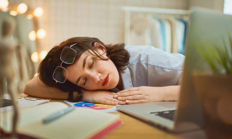 Jak przetrwać pracę bez snu?